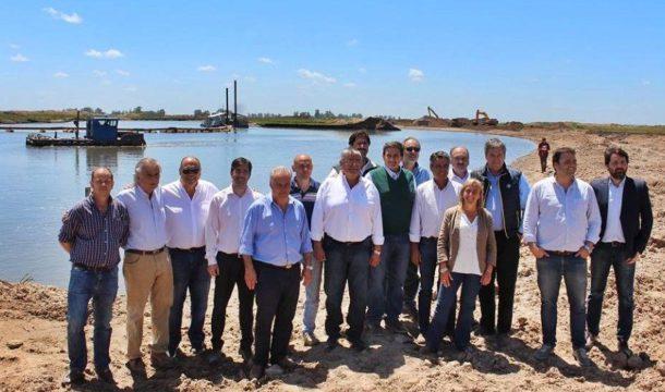 Barroso junto a Jefes Comunales y de rurales en Roque Perez