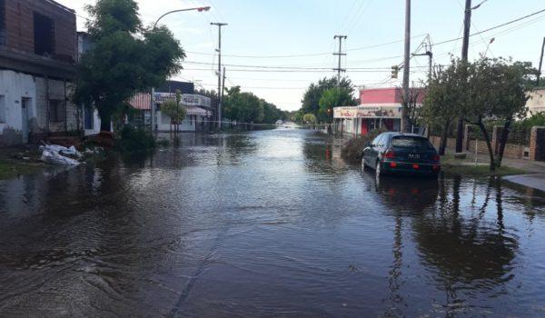 Calle inundada de Bragado esta mañana