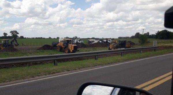Maquinas viales ya preparando el terreno para el paso de la autovia