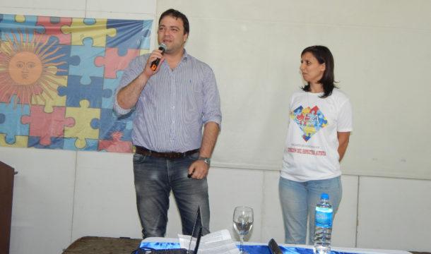 Mariano Barroso junto a el, Florencia Falcinelli de CEA 9 de Julio