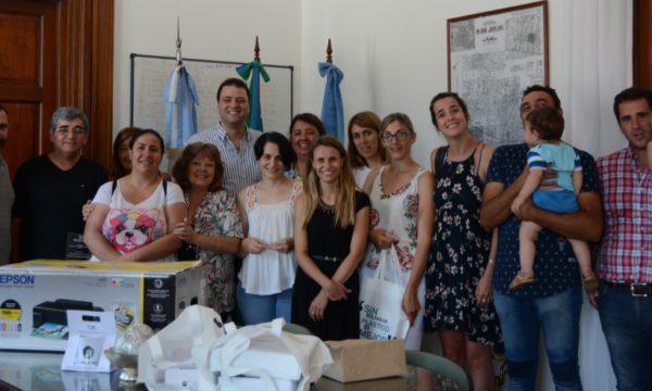 Mariano Barroso junto a funcionarios de educacion y emprendedores