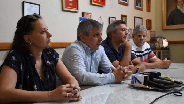 Patricia Gorza en conferencia de prensa junto a Britos y Dalessandro en Chivilcoy