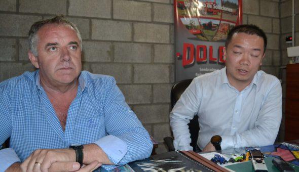 Adalberto Battistin y Juan Whay de la firma YTO