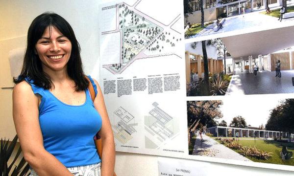 Arquitecta Martignoni junto al proyecto presentado