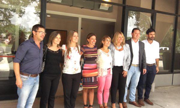 Gentile y Vivani junto a las funcionarias provinciales y los intendentes Revilla y Serenal