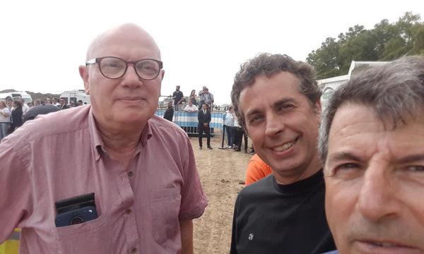 Julio Mascheroni junto Carlos Mosso de Mercedes y Jorge Retegui de Usuarios Viales