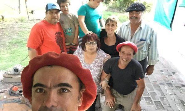 Junto a la familia Roca