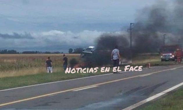 Momento en que el automovil se incendiaba