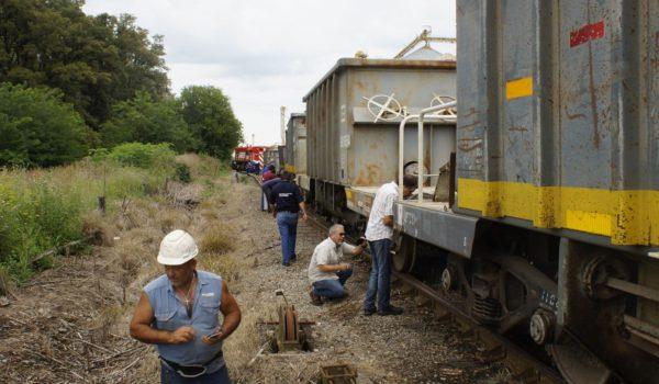 Trabajadores del ferrocarril y vecinos que se acercaron al lugar