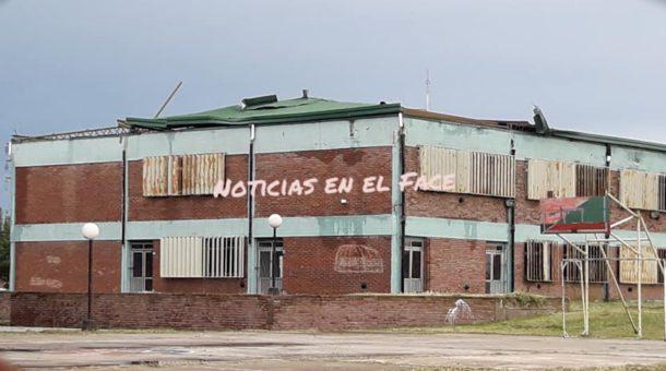 Una de las escuelas dañadas