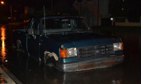 Vehiculo en Av 25 de Mayo casi Pueyrredon