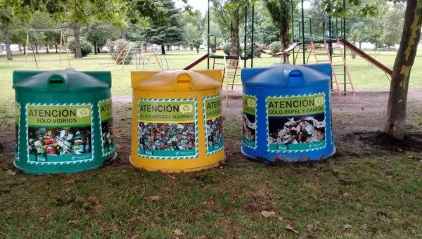 Campanas para separacion de residuos, ubicadas en Plaza de la Cooperación