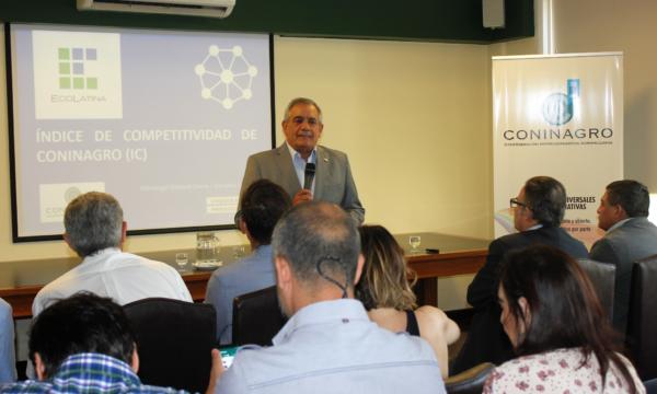 Carlos Iannizzotto durante la presentacion del IC