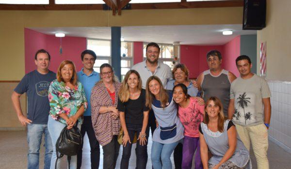 Integrantes de la comunidad educativa del Jardin, el Intendente Barroso y funcionarios
