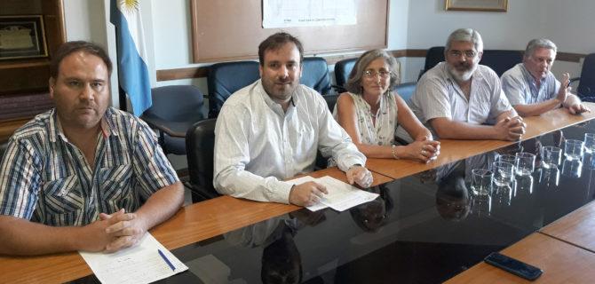 Losinno junto a integrantes del Consejo de Administración y  Gerencia de la CEyS