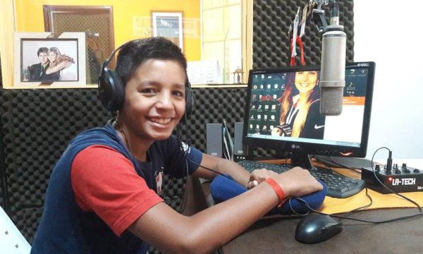 Juani Navarro en los estudios de FM Amanecer y su pasion por el caballo y la doma