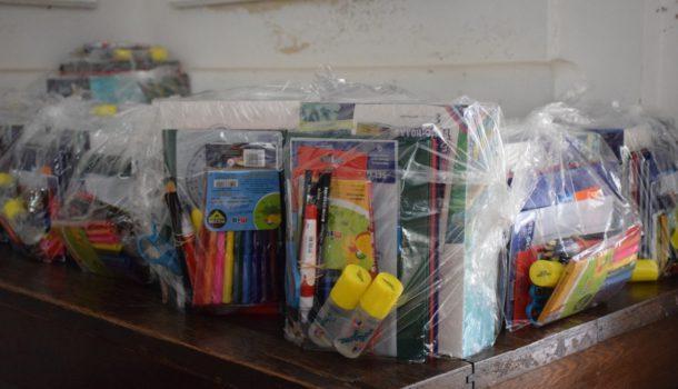 Kits escolares que se entregaran