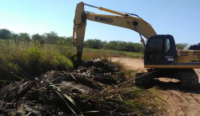Limpieza de canales en zona de Quiroga