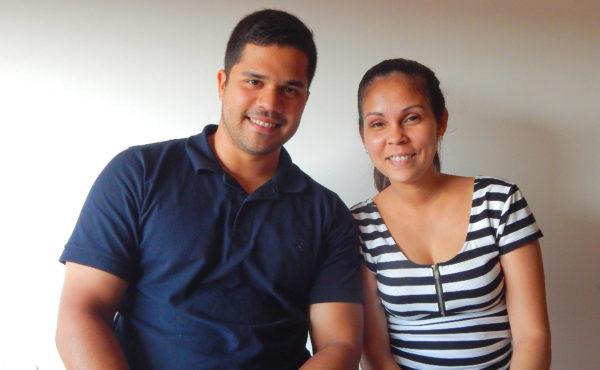 Luis y Jesica le sonrien al presente en Argentina y le agradecen que los recibieran