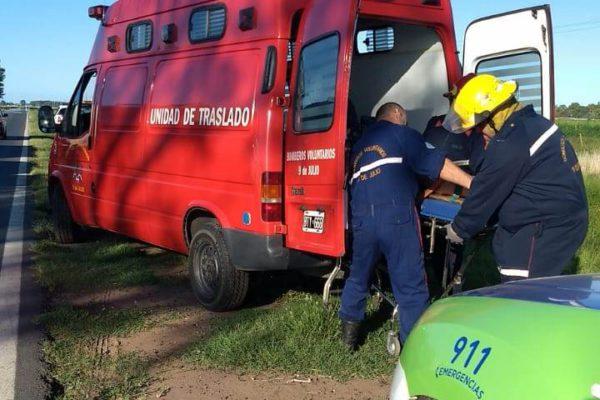 Momento en que las victimas son trasladas por Bomberos – Foto Daniel Escobedo