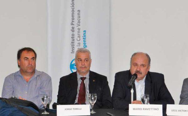Parte del panel de capacitacion encabezado por el vice presidente del IPCVA, Mario Ravetino