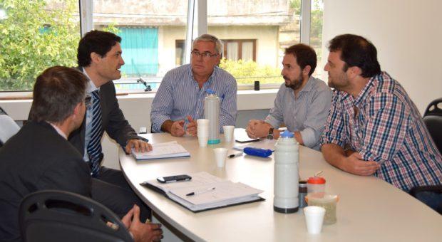 Tramo de la reunion del funcionario de justicia y el Intendente Barroso