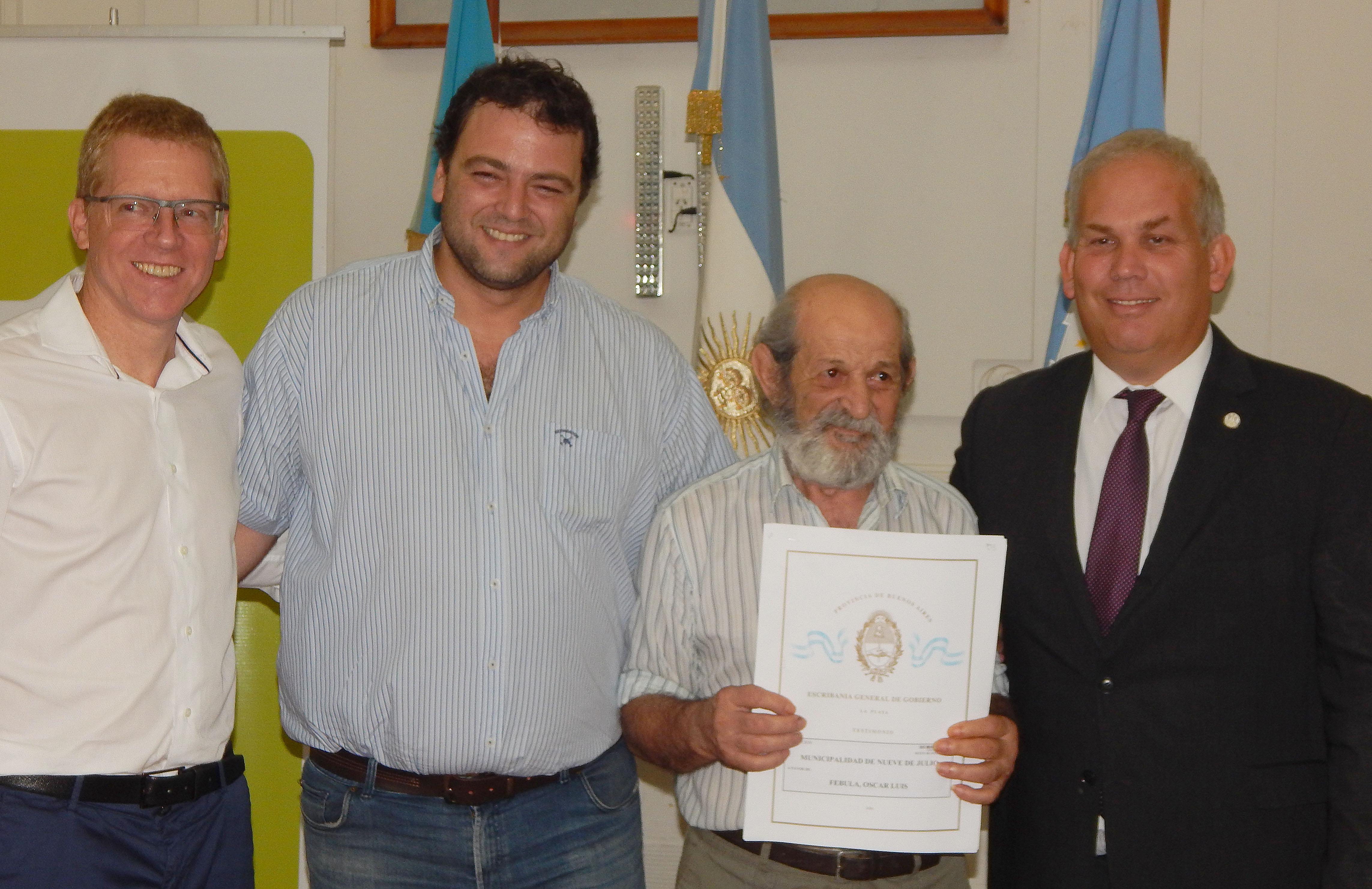 Provincia y Municipalidad de 9 de Julio entregaron y firmaron 300 escrituras