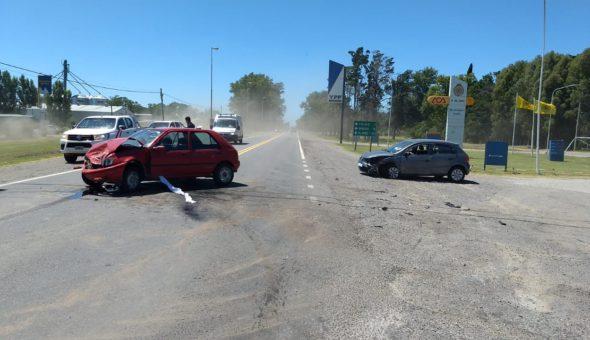 Uno de los vehiculos termin en medio de la cinta asfaltica – Foto Daniel Escobedo La trocha Digital