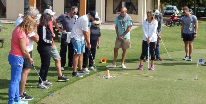 Las clases son grupales y gratuitas en el Golf Club