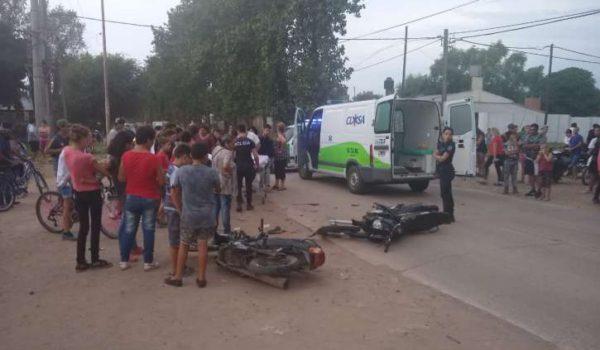 Accidente entre dos motos que se produjo en Av Alte Brown – foto Diario tiempo