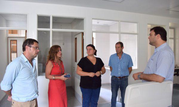 Barroso visitando la nueva Sala de Terapia Intensiva del Hospital