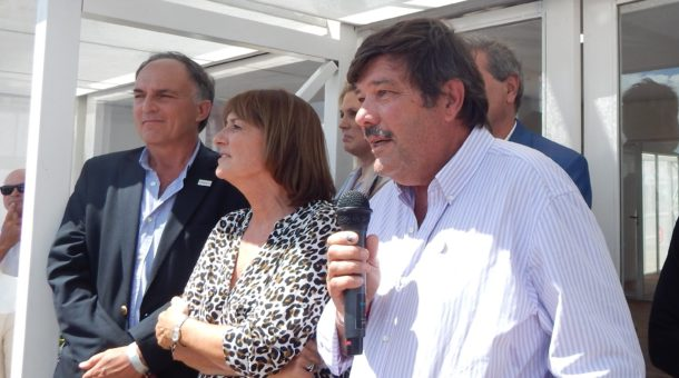 Dardo Chiesa en el Stand de Santa Fe junto a la Ministra Alicia Ciciliani, el presidente de Aapresid, Alejandro Petek