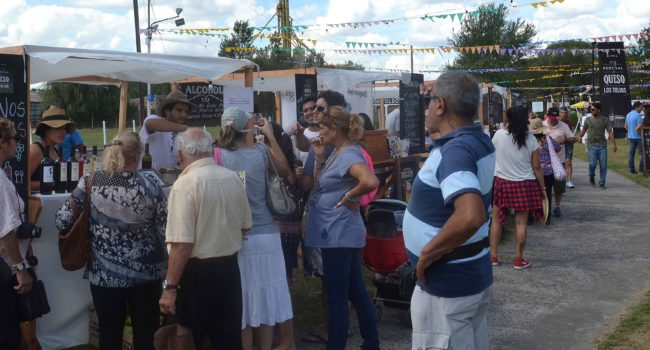 Exposicion y stand en el Corredor Maidana