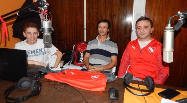 Hinchas de Independiente, hace 11 años que producen un programa radial centrado en el rojo de Avellaneda