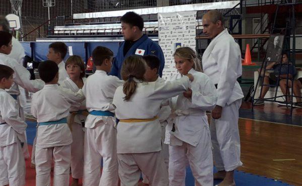 Judocas del Club Ateltico 9 de Julio en la Clinica junto al Sensei de Japon