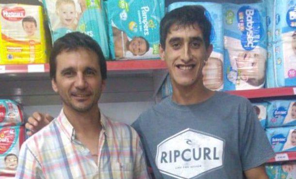 Julian Ortega junto a un compañero de trabajo