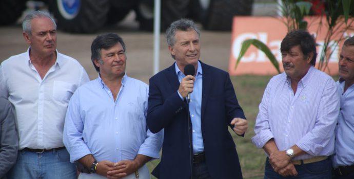 Mauricio Macri junto a integrantes de entidades agropuecarios en Expoagro