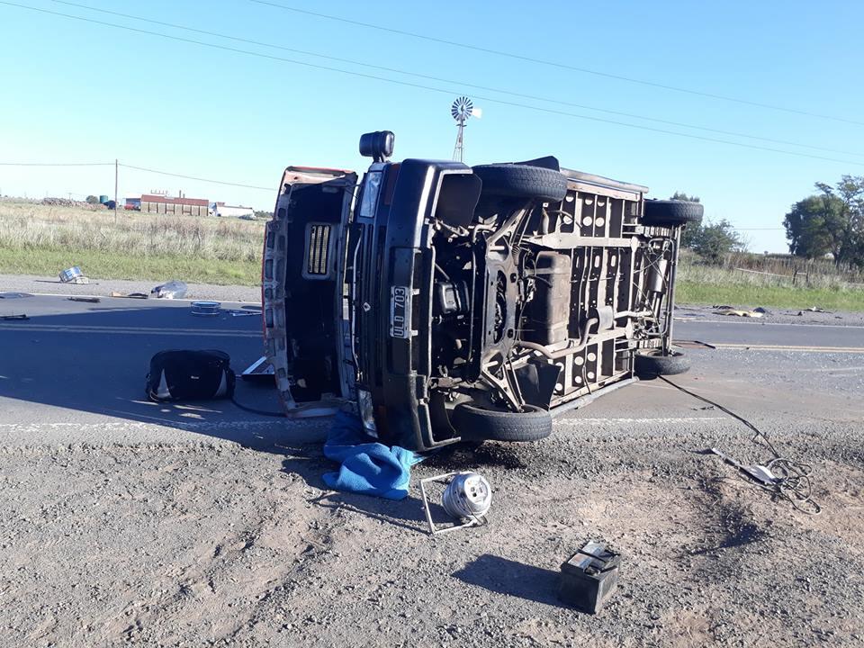 Integrantes de un grupo musical nuevejuliense sufren un accidente vial en ruta 5
