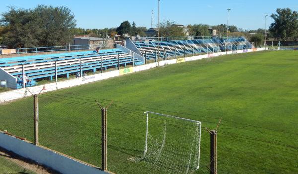 Ademas de resembrarse la cancha, este domingo se pinto todo el estadio
