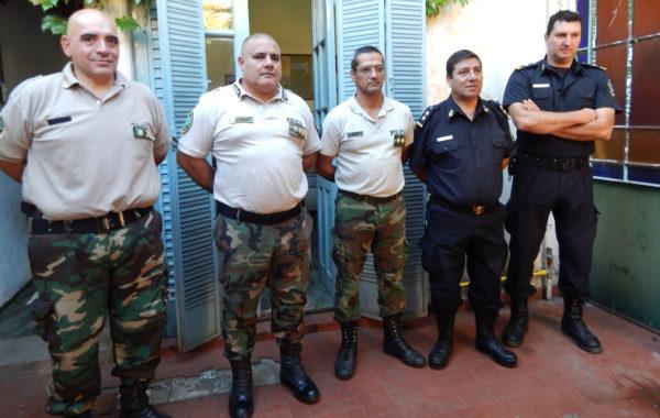 El Comisario Duco acompañado de el Comisario Mayor Coronel y demas Jefes de Policia