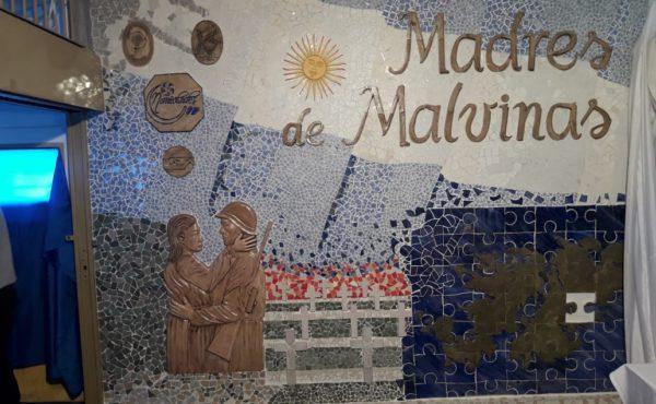 Madres de Malvinas se convierte en la primer muestra de reconocimiento a madres de soldados de Malvinas