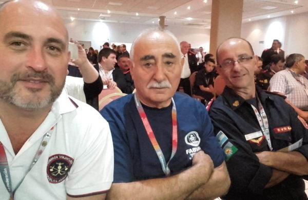 Martin del Castillo, Jose Appella y el segundo jefe de Bomberos 9 de Julio, Sergio Fernandez durante el Congreso en Mar del Plata