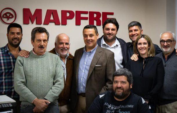 Ruben Freyre, junto a sus hijos, personal e integrantes de Mapfre