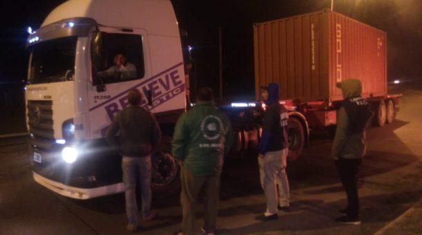 Un grupo de camioneros de 9 de julio le solicitan a su par la solidaridad