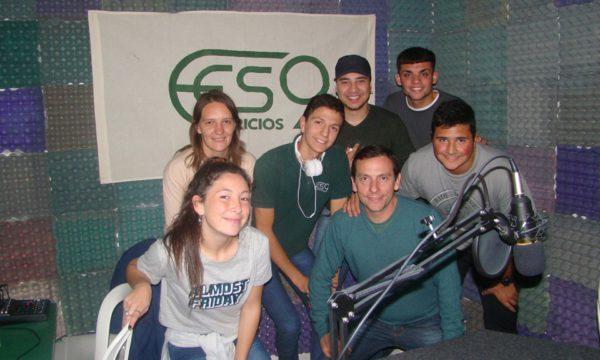 Alumnos de la EES 9 de Patricios en los estudios de la emisora