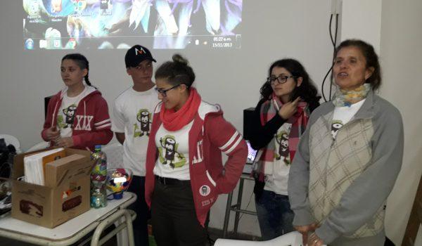 Claudia Jimenez y alumnos de Guardianes de la Ecologia