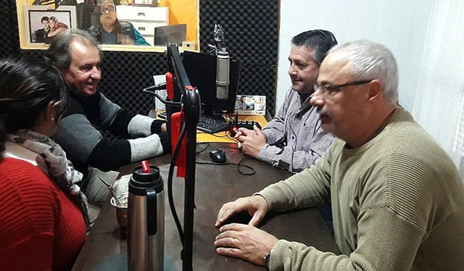 Integrantes de la Union Vecinal 9 de Julio por Todos en FM 102,7 Radio Amanecer