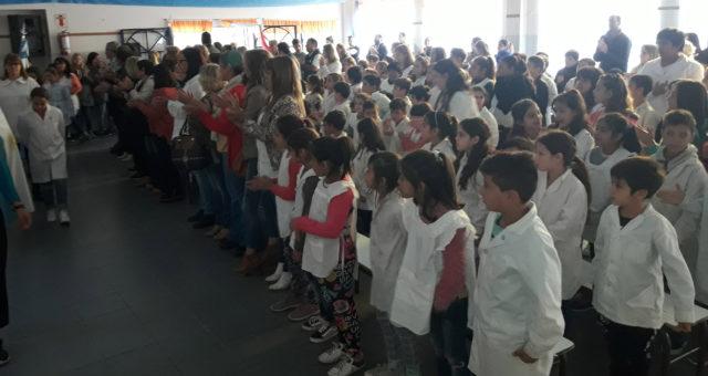 La comunidad educativa de la 52 honra a su ex alumno Soldado Francisquez