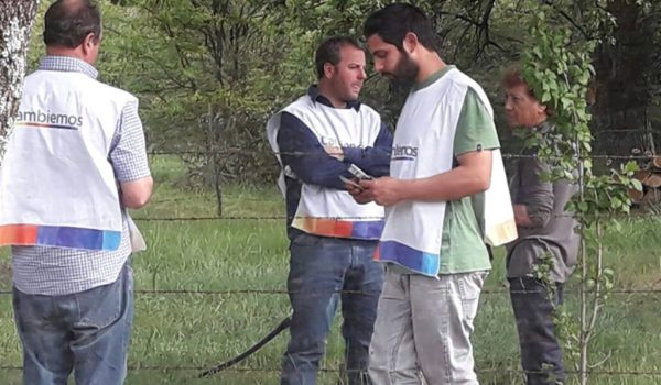 Muñiz junto a otros militantes de Cambiemos en Gral Pinto – foto facebook de Muñiz