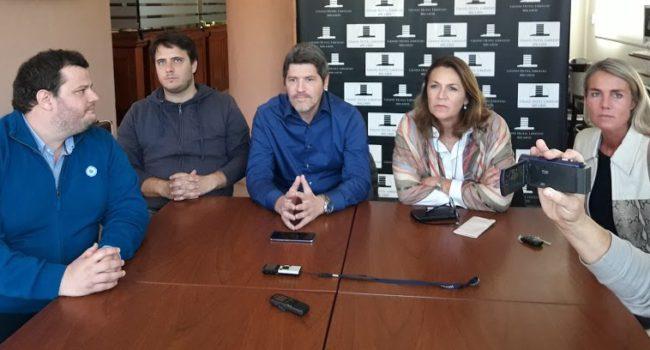 Pirotta, Reyes, Castello, Campagnoli y Tironi en 9 de Julio durante la conferencia de prensa